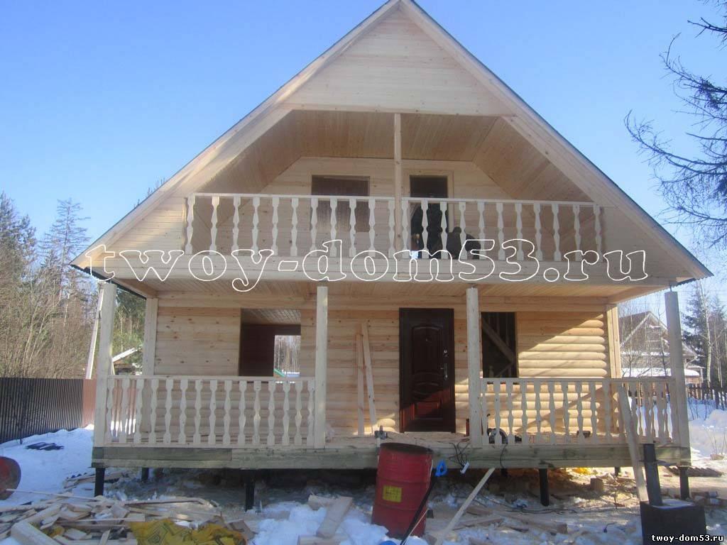 Дом из бруса 8х8 с террасой и балконом.